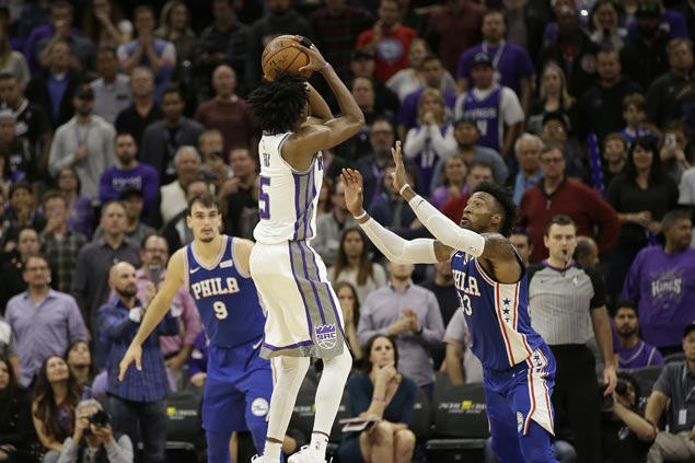 De'Aaron Fox hits jumper in dying moments to lift Kings over 76ers