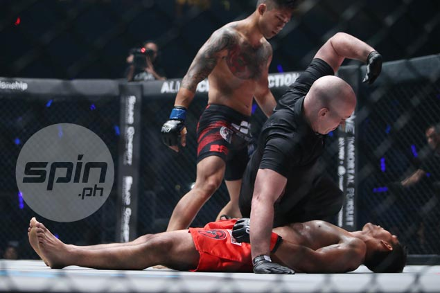 Martin Nguyen pulls off shocker vs Eduard Folayang to become first One two-division champ