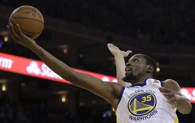 Kevin Durant returns from injury, Steph Curry passes 4K-assist mark as Warriors down 76ers