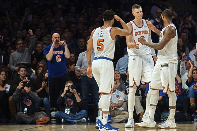 Kristaps Porzingis, Enes Kanter power Knicks to rout of Kings