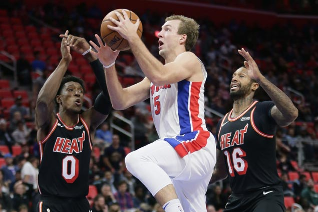 Rookie Luke Kennard comes up with huge fourth-quarter baskets as Pistons beat Heat