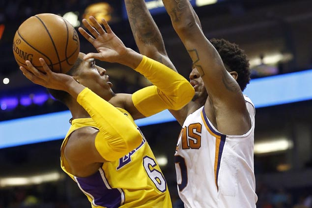 Jordan Clarkson leads way as Lakers pull away late to sink Suns, arrest three-game slide