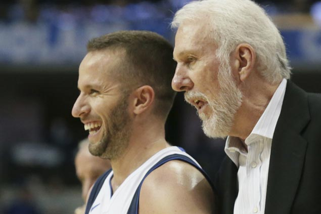 Spurs down lowly Mavs to give Gregg Popovich 500th road victory