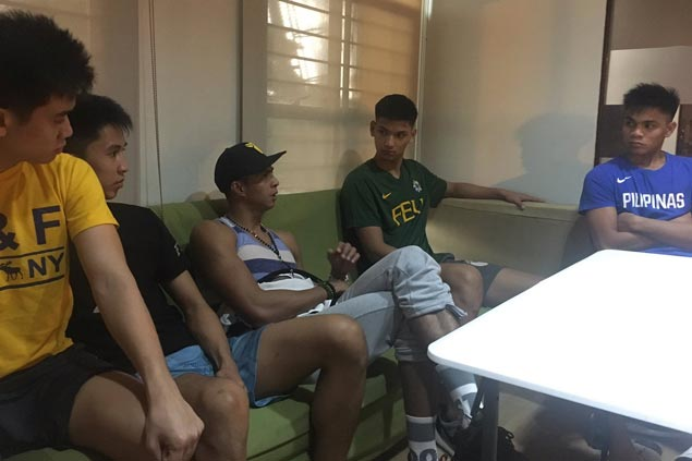 Former FEU star Arwind Santos gives Tamaraws a pep talk ahead of Final Four