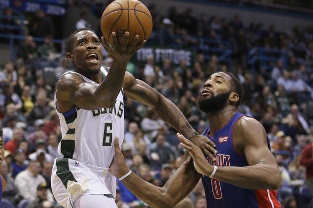 Khris Middleton, Eric Bledsoe lead Bucks to fourth straight win, stop Pistons streak at five