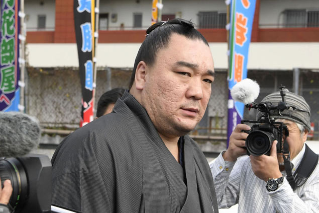 Sumo champ finds backers over allegations he hit fellow wrestler with beer bottle