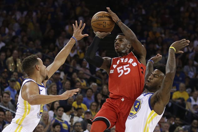 Toronto Raptors guard Delon Wright out with dislocated right shoulder