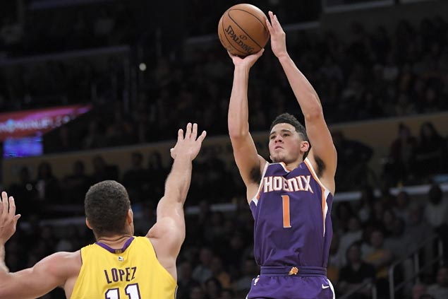 Devin Booker hits six of Suns' 13 triples in victory over Lakers