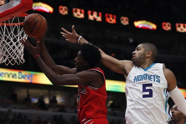 Justin Holiday shows way as Bulls down Hornets, overcome 47-point outburst by Kemba Walker