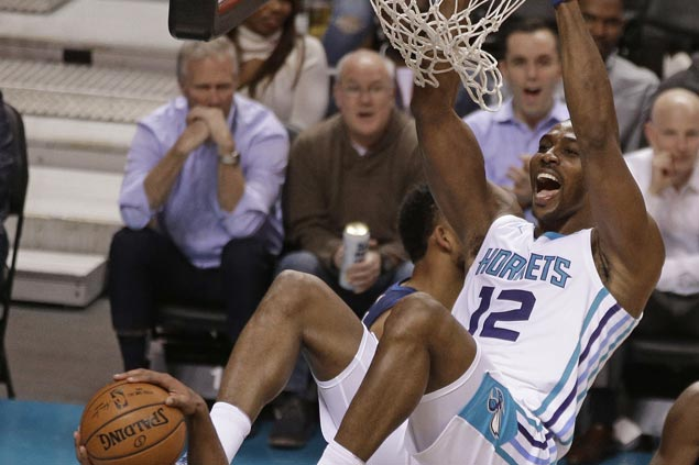 Dwight Howard's 20-20 game powers Hornets past Timberwolves