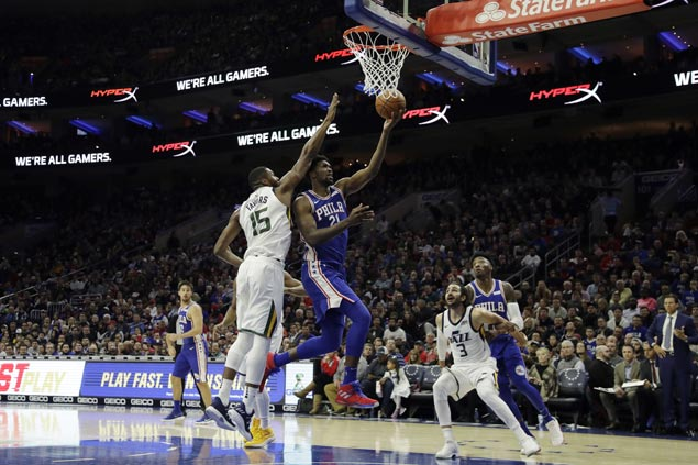 Joel Embiid posts double-double despite sore knee as Sixers rip Jazz