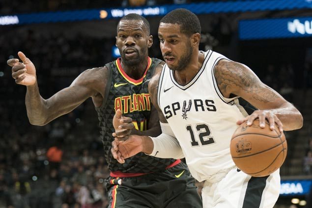 LaMarcus Aldridge leads way as Spurs roll to 20th straight home win over Hawks