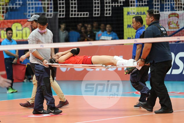 Jovelyn Gonzaga stretchered off court after hurting knee in Cignal match vs F2 Logistics