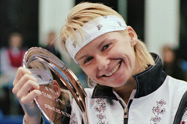 Former Wimbledon champion Jana Novotna loses battle with cancer