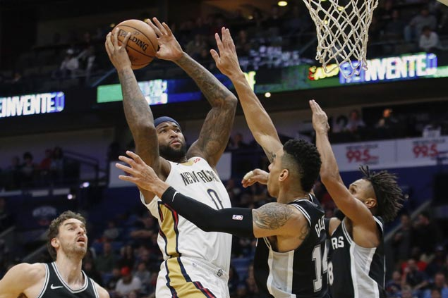 Boogie, Brow show way as Pelicans down cold-shooting Spurs