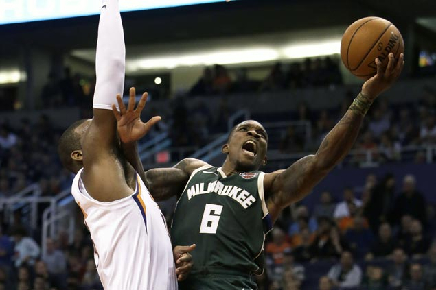 Middleton has 40 points, Bledsoe scores 30 in return to Phoenix as Bucks beat Suns in OT
