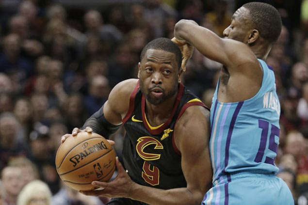 Cavaliers stretch streak to seven with squeaker over Hornets