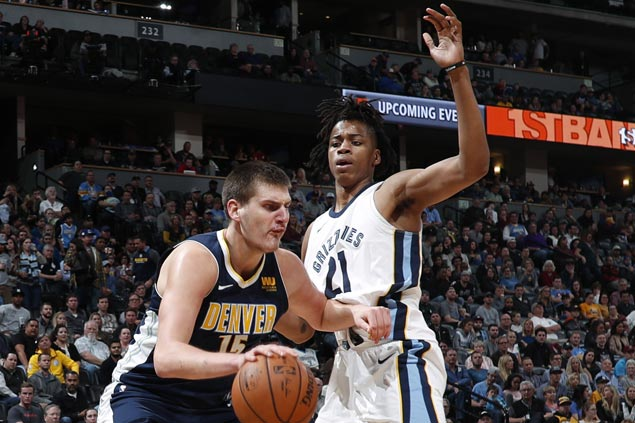 Nikola Jokic shows way as Nuggets bounce back and send Grizzlies to seventh straight loss