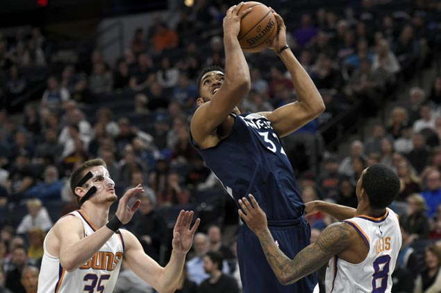 KAT posts huge double-double as Wolves down Suns squad missing Booker