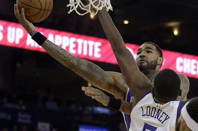 Kings clamp down on defense late to stun Warriors missing Curry, Durant