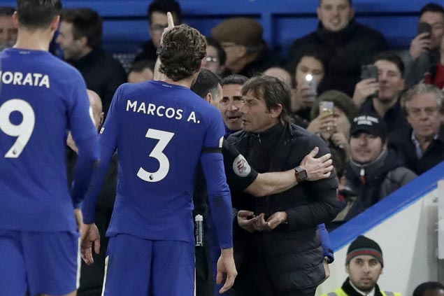 Antonio Conte sent to the stands but Chelsea goes on to beat Swansea