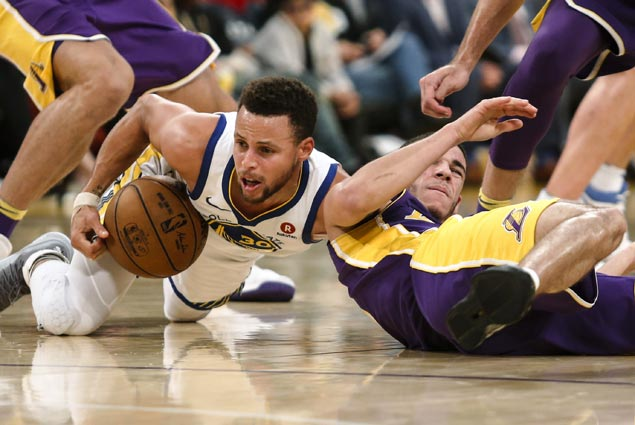Steph Curry delivers in overtime after struggling in regulation and Warriors outlast Lakers