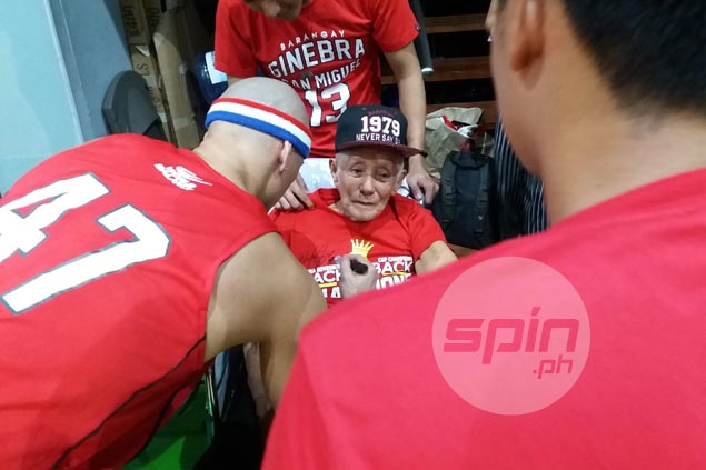 Mark Caguioa cheers up ailing 93-year-old Ginebra fan with warm welcome at practice