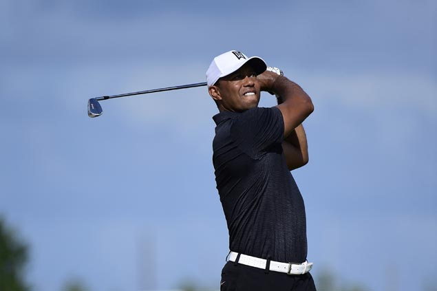 In another impressive showing in his comeback, Tiger Woods briefly takes lead in Bahamas