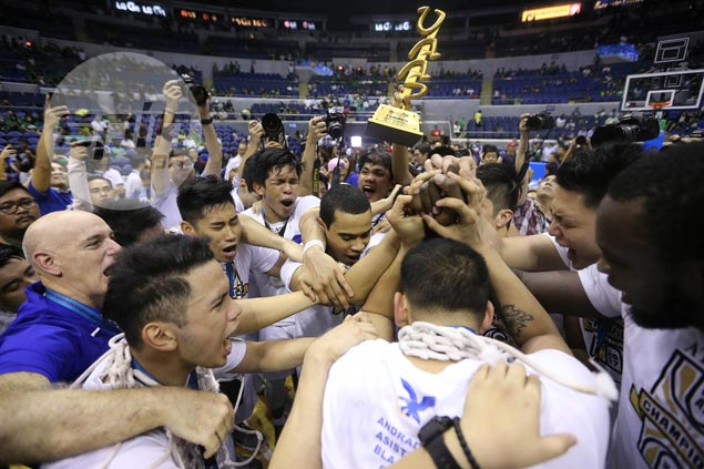 Ateneo plays steadier in endgame this time to hold off La Salle and claim UAAP title