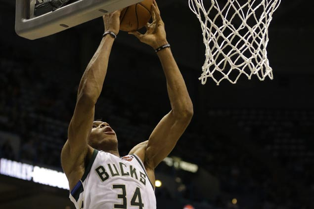 Bucks overcome late slump to defeat Kings for third straight victory