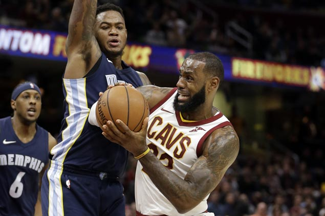 LeBron takes charge in endgame as Cavs make it 11 straight wins with squeaker over Grizzlies