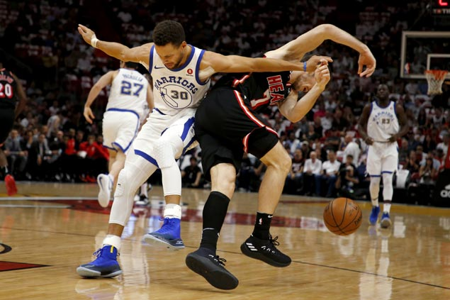Warriors ride another third quarter surge to shut down Heat for third straight win