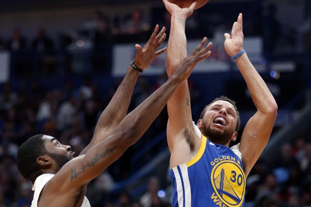 Warriors overcome first half slumber with late blitz to stun Anthony Davis-less Pelicans