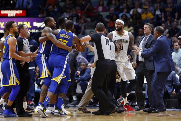 KD-Cousins spat, Curry injury dampen big Warriors comeback win over Pelicans