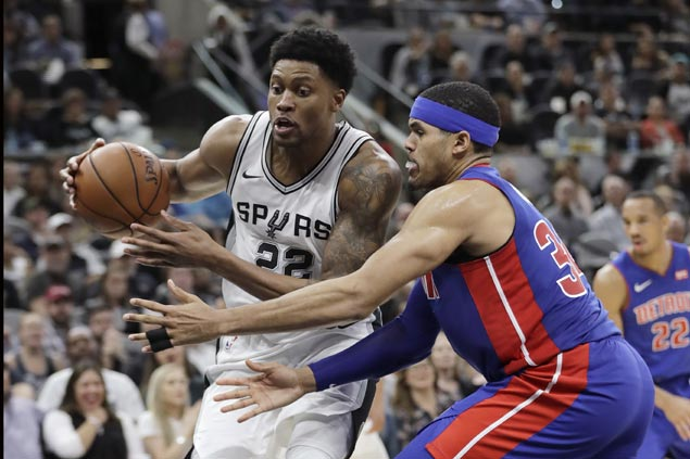 Rudy Gay shines in first start for shorthanded Spurs, leads late rally to stun Pistons
