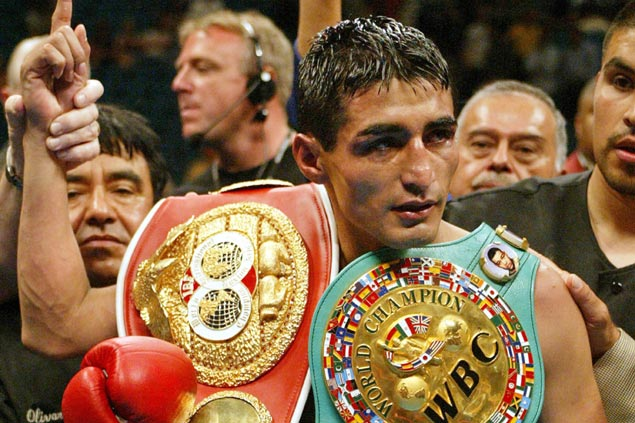 Erik Morales, Vitali Klitschko, Winky Wright banner 2018 class of Boxing Hall of Fame