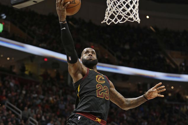 LeBron James comes up clutch as Cavs survive scare vs Kings to stretch win streak to 13