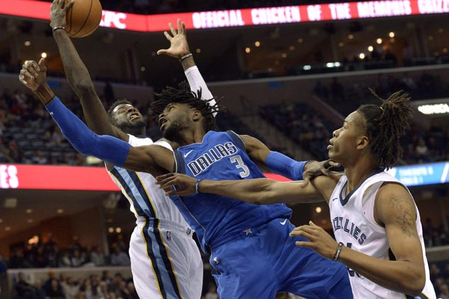 Nerlens Noel to undergo surgery on injured thumb, expected to miss several weeks for Mavs