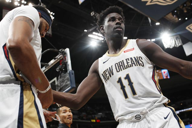 Jrue Holiday hits five of Pelicans' 15 triples in victory over undermanned Sixers