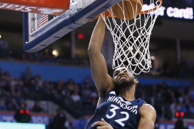 Karl-Anthony Towns posts NBA-leading 21st double-double of season as Wolves edge Mavs