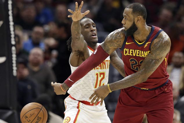 Cavaliers ride huge second quarter to victory over lowly Hawks