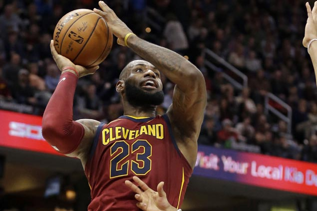 LeBron puts on a show with passing clinic, near-flawless performance in Cavs romp over Hawks