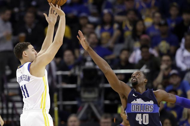 Klay Thompson catches fire late as depleted Warriors rally past Mavs for eighth straight win