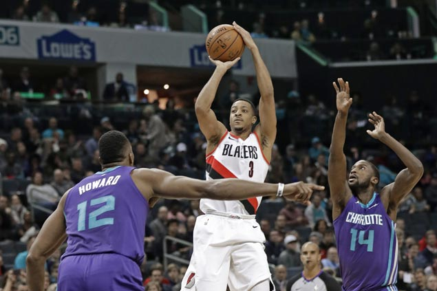 Trail Blazers stretch road win streak to three with squeaker over Hornets