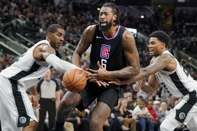 LaMarcus Aldridge takes charge as Kawhi Leonard sits out second half and Spurs get by Clippers