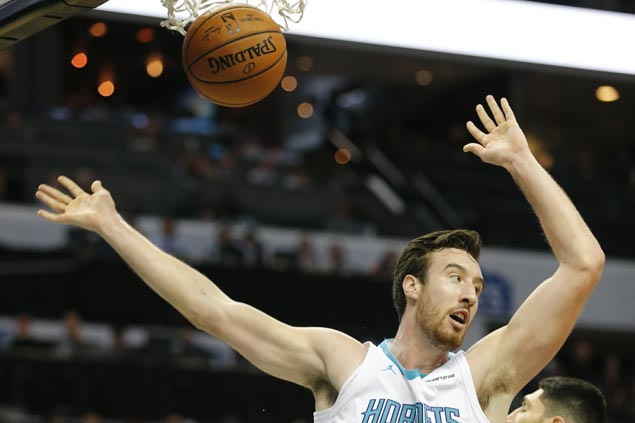 Frank Kaminsky shows way as Hornets end three-game skid and halt Knicks' win run at four