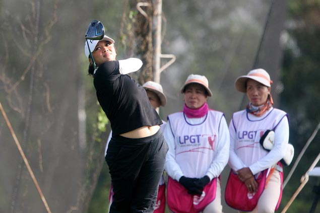 Princess Superal takes lead despite bogey on 18th in LPGT season-ender at South Forbes