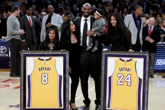 Kobe Bryant gives nod to family, Lakers greats as Nos. 8 and 24 raised to the rafters