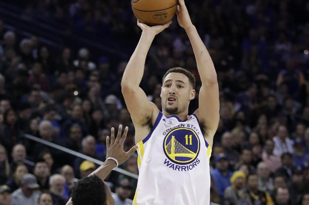Klay Thompson catches fire early to lead Warriors romp over Grizzlies for 10th straight win