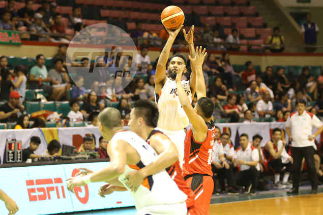KG Canaleta haunts former team Blackwater, helps Meralco escape with victory